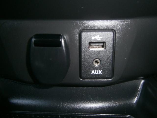 アクセサリーソケット、USBポート、AUX(外部入力)