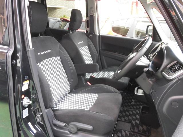 シートリフター&アームレスト付き運転席シート☆汚れやヘタリも少なくキレイな状態をキープしています。