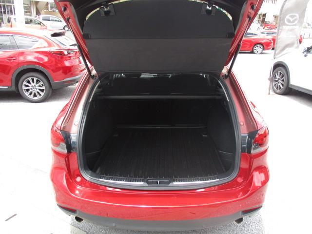 使いやすさが実感できる、すっきりしたラゲッジルーム!荷物の積み下ろしがしやすいワイドなリアゲート開口幅と、定員乗車時でもタップリの荷室容量を確保しています!