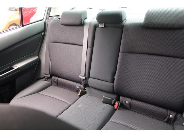 リヤシートもほとんど使用感がなく綺麗な状態です。