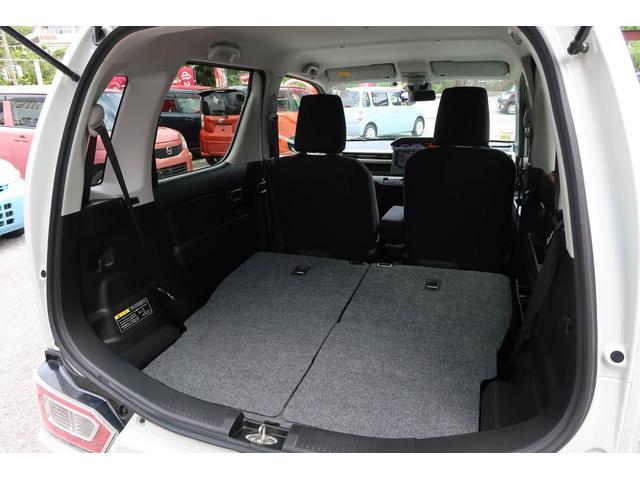 ■シートを倒せば、かなり広いです。大きな荷物も安心です。