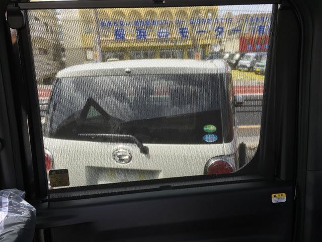 暑い日の紫外線をブロック!お子さんを後部座席に乗せていてもロールサンシェードがあれば安心・快適♪♪