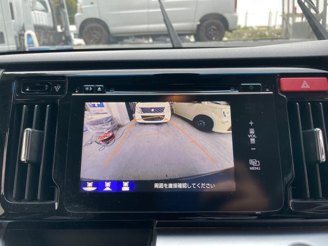 カラーで見やすいバックカメラが装備されております。お車を初めて運転される方や、バック駐車が苦手のお客様にもオススメの装備です☆