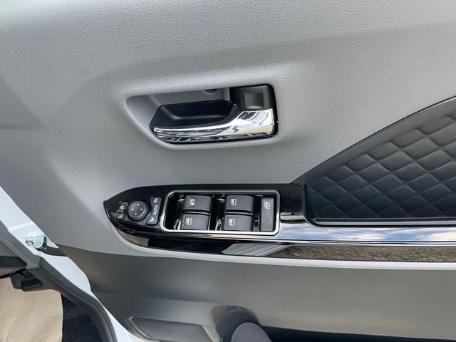 カスタムXセレクション スマートキー プッシュスタート 両側電動パワースライドドア シートヒーター オートハイビーム 安全装備スマートアシスト3 衝突被害軽減ブレーキ LEDライト 届出済未使用車(10枚目)
