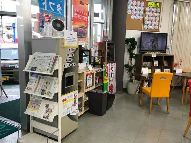 当店では見積作成や整備などでご来店いただきましたお客様に退屈させないよう、各種ドリンク・新聞/雑誌等も準備しております。
