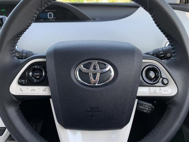 テアリング左スイッチはオーディオボリューム操作や電話応答切替スイッチ・右スイッチはメーターモード切替操作スイッチや車線逸脱警報機能スイッチ・車間距離切替スイッチなどです。