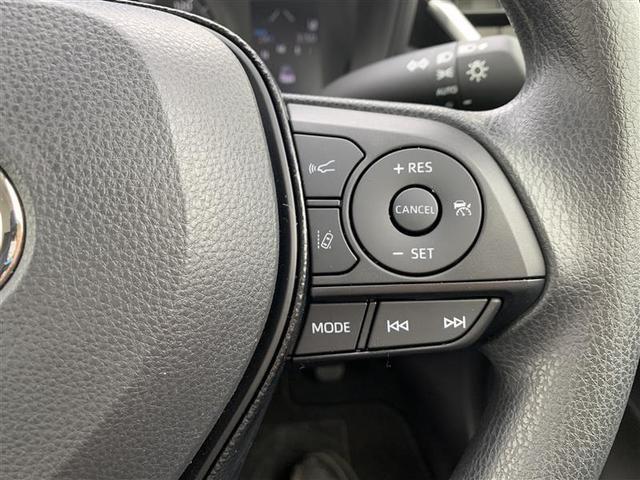 右側ステアリングスイッチには、クルーズコントロールスイッチも付いてます。