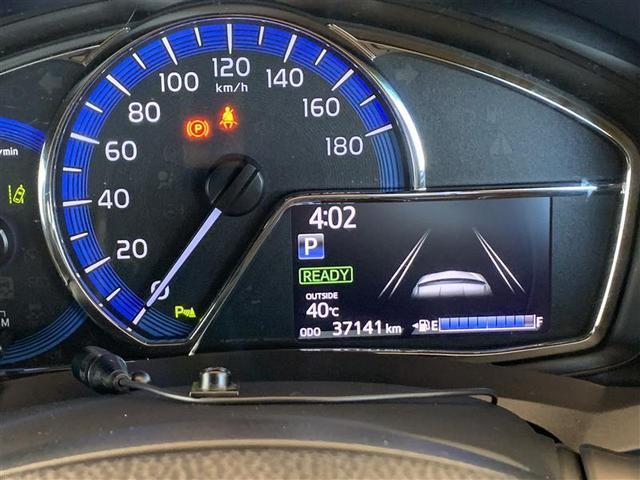 コンビネーション・スピードメーター、外気温や走行に関するさまざまな情報を表示する、マルチインフォメーションディスプレイも 同一面に配置されて見やすくなってます。