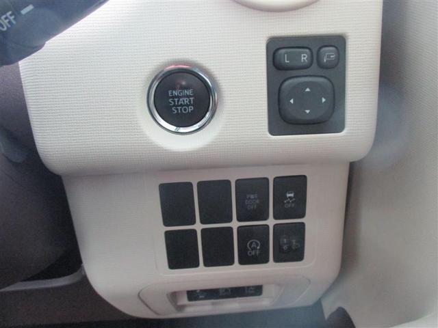 【プッシュスタートボタン】 ブレーキを踏みながらスイッチを押すだけで、エンジンがかけられます。キーの差し込みは不要で、押すとランプが点灯しますので分かり易いですね。