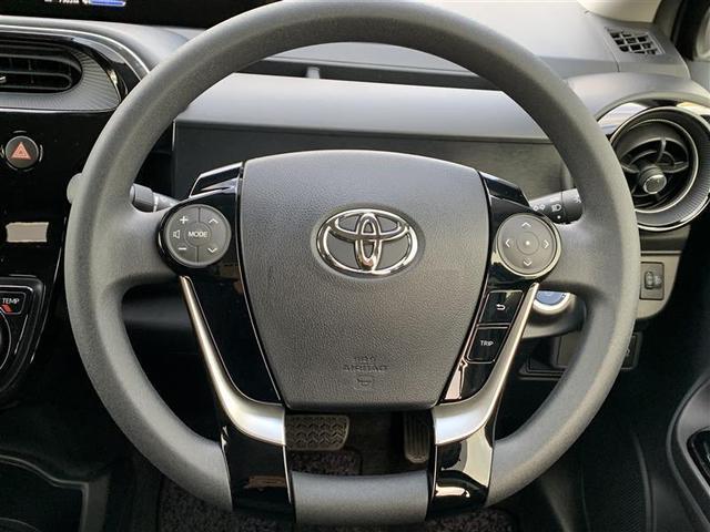 ステアリング・スイッチ左はオーディオモード切替やボリューム調整等・スイッチ右はコンビネーションメーター内モード切替などができます。