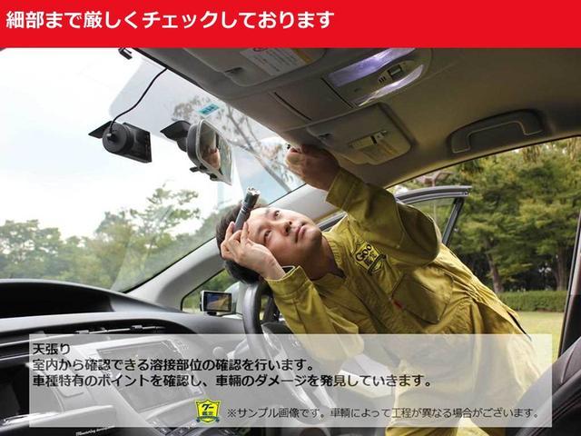 プロの目で車種特有のポイントを確認し、車両ダメージを発見していきます。