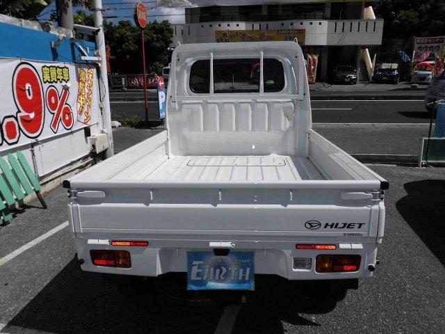 新車 スタンダード AT 4WD(3枚目)