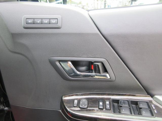 メモリー機能付きパワーシートで楽々ドライバーズポジション確保