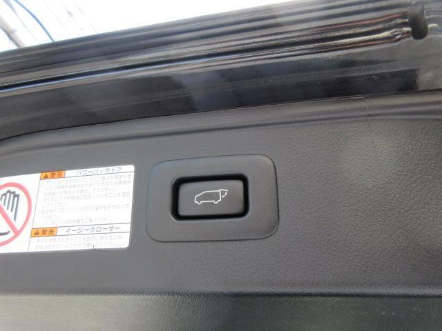 アルパイン製のワイドフリップダウンモニターはプラズマクラスター付き