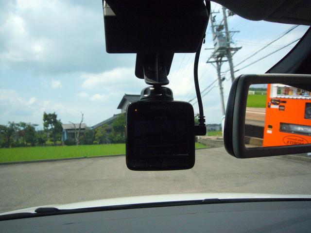 TSIコンフォートラインブルーモーションテクノロジー ワンオーナー 禁煙車 アイドリングストップ DiscoverPro純正ナビ 8スピーカー 地デジTV(走行中可) 連動ETC2.0 バックカメラ 社外ドラレコ 純正16インチアルミ タイヤ溝6mm(20枚目)