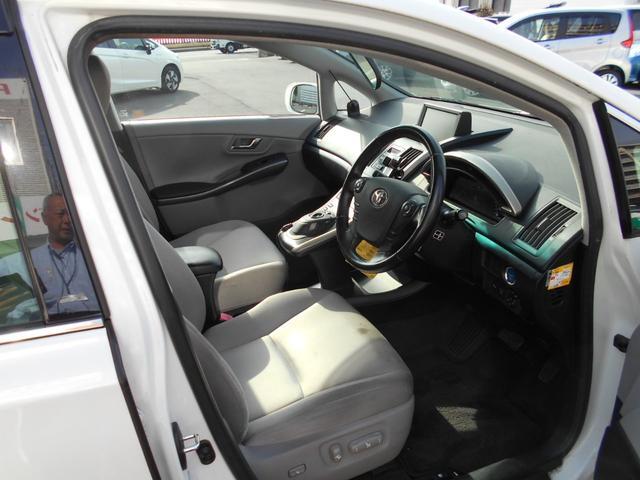 先進性の高い運転席周りで、座った瞬間にワクワクします!