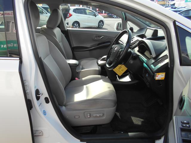 フロントシートは電動シートです、指先一つで簡単に調節ができます!