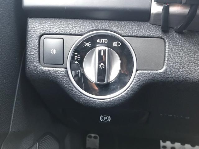 ライトはこちらの回転式スイッチにて点灯させます!オートライトが装備されていますので、トンネルや夜間の走行時も安心していただけます!