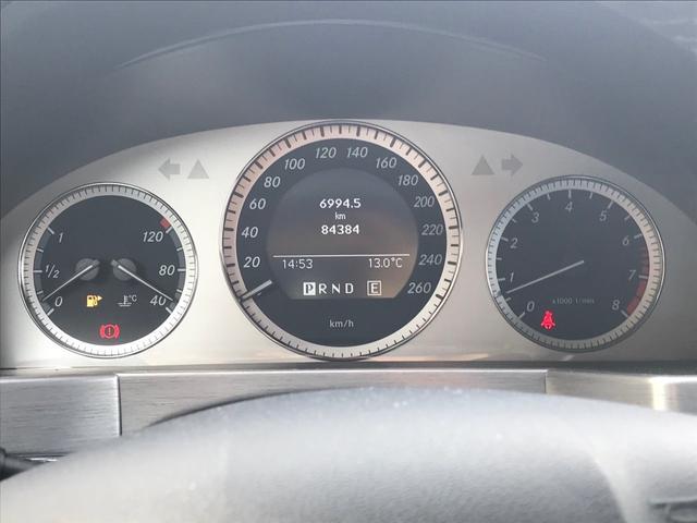 メーターは260KMまで表示されたスピードメーターが中央に配置されています!