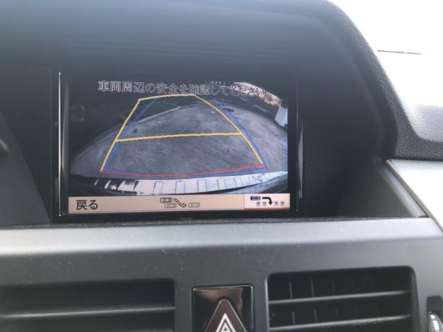 ナビはベンツ純正のHDDナビが装着されています。TVキャンセラーがついており、走行中の地デジの視聴が可能となっております!また、ステアリングと連動するバックモニターもついています!