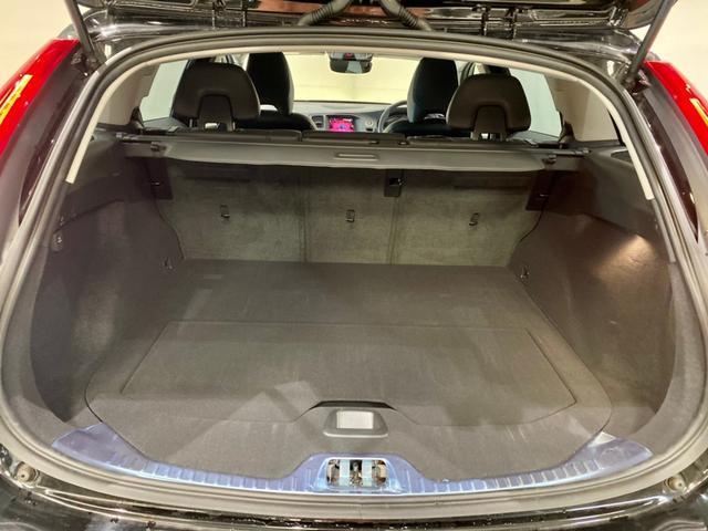クロスカントリー T5 AWD SE ボルボインテリセーフ ボルボ純正ナビTV バックカメラ パドルシフト ダウンヒルアシストコントロール 衝突被害軽減システム 車検整備2年付き(18枚目)
