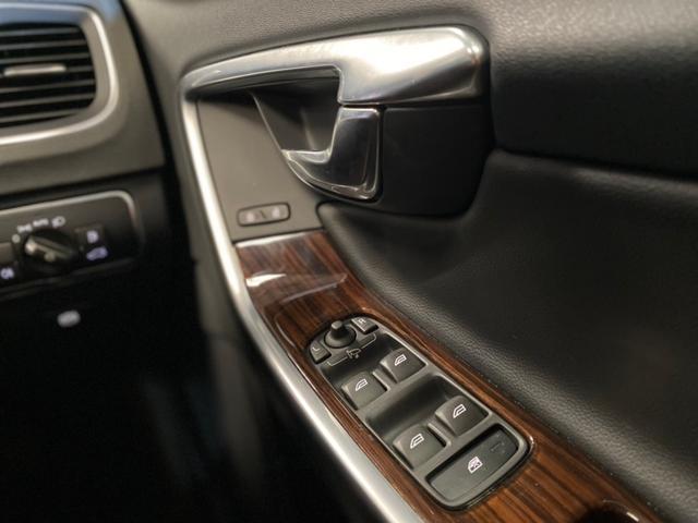 クロスカントリー T5 AWD SE ボルボインテリセーフ ボルボ純正ナビTV バックカメラ パドルシフト ダウンヒルアシストコントロール 衝突被害軽減システム 車検整備2年付き(33枚目)