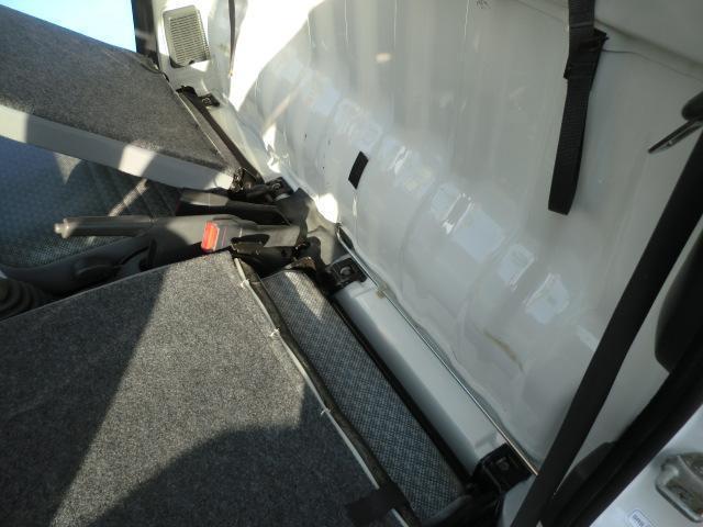 多目的ダンプ ワンオーナー 4WD エアコン パワステ 5速マニュアル車 車検令和4年6月 走行距離68200km(25枚目)