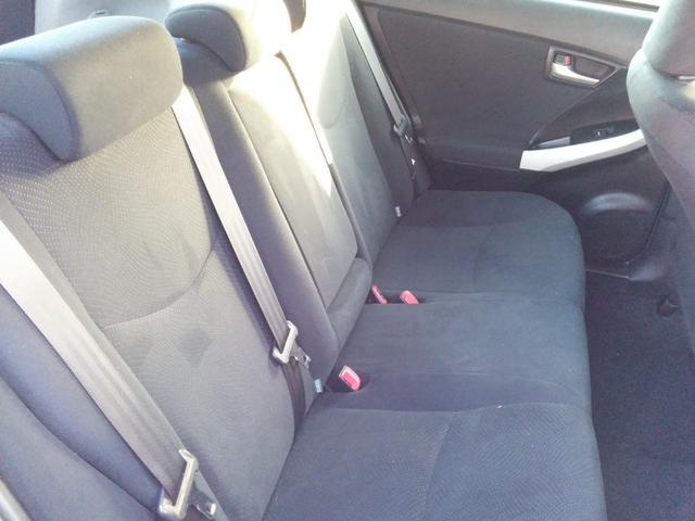 リアシートは大人も問題なく座れる程のスペースがあります。
