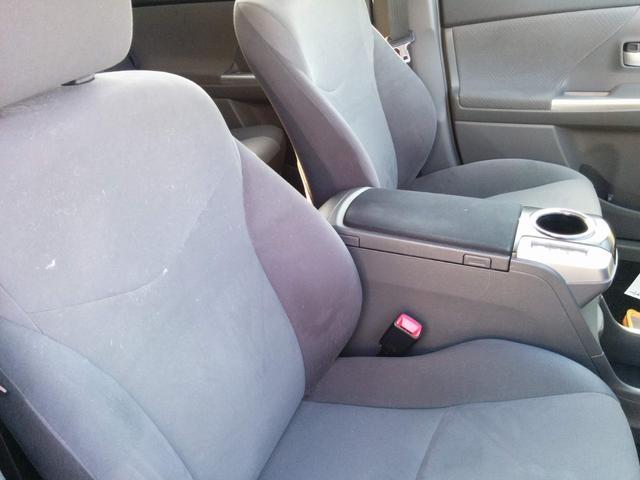 フロントシートは破れ等なく良好です。