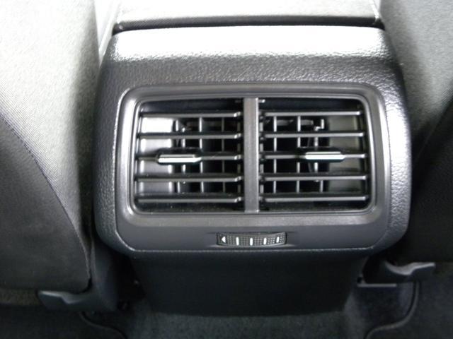 後部座席用の冷暖房ダクト装備でリアシートの方も快適ドライブ!