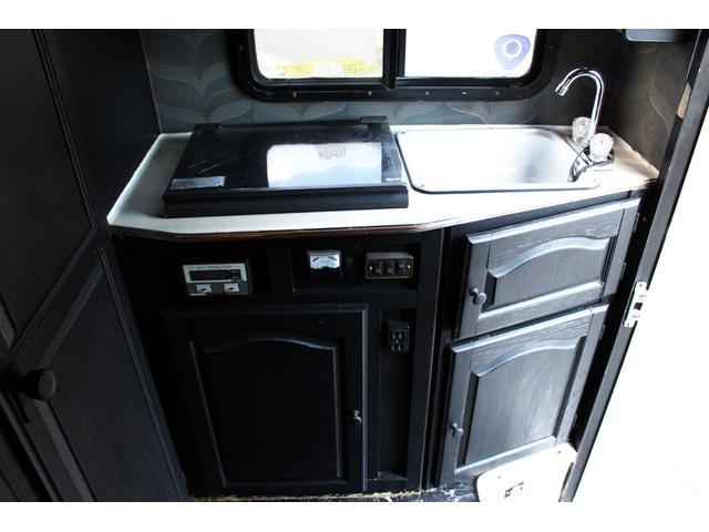 キャンピングカー 温水シャワー・トイレ ガスコンロ ソーラー(8枚目)