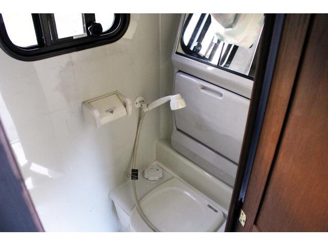 キャンピングカー 温水シャワー・トイレ ガスコンロ ソーラー(10枚目)