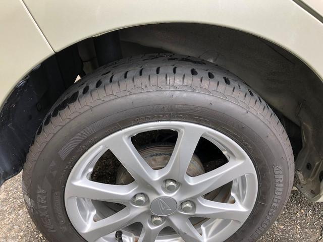 後ろのタイヤは溝がかなり残ってます!