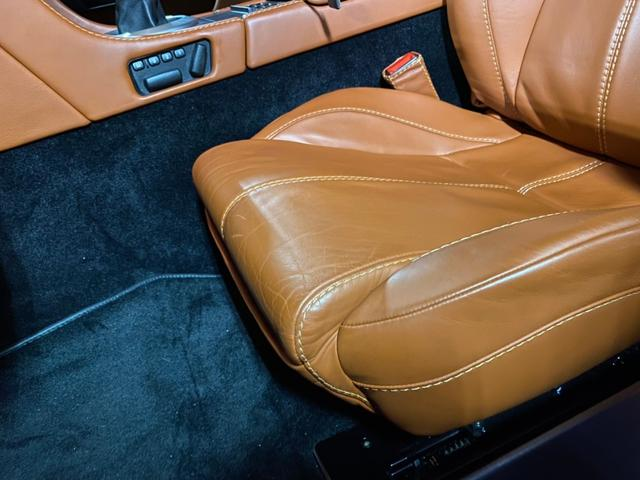 「アストンマーティン」「アストンマーティン V8ヴァンテージ」「クーペ」「東京都」の中古車15