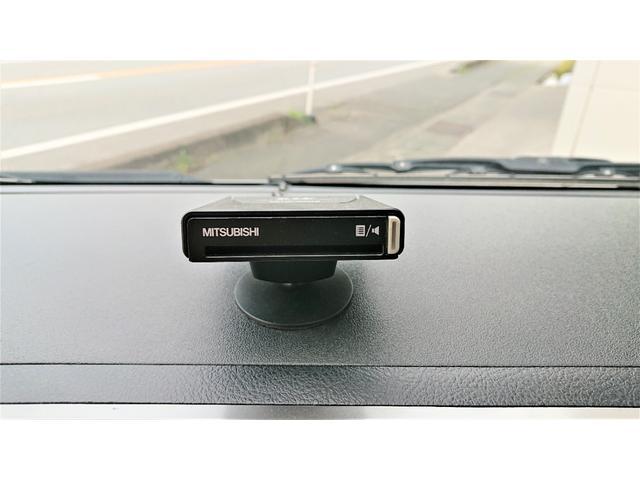 グランドキャビン 4WD ナビ ETC 電動スライドドア 10人乗り ワンセグTV バックカメラ ドライブレコーダー リアヒーター リアクーラー 後席モニター キーレスエントリー(19枚目)
