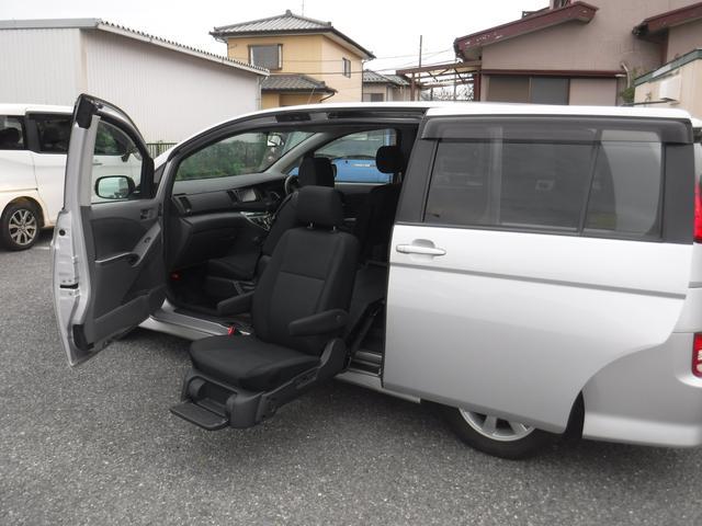 トヨタ アイシス プラタナ ウエルキヤブ車 左サイドリフトアップシート車