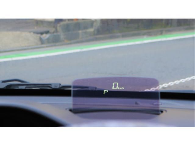 軽自動車初のヘッドアップディスプレイ!ドライバーの視線上にある為、安全性も考慮されてます。新感覚のドライブが体感できます!