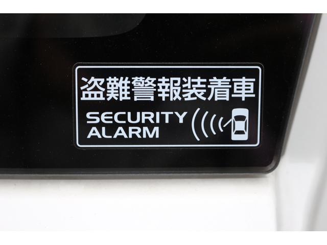 セキュリティーアラームが標準装備です。リモコンでドアロックをする事で設定されます。もしもの時にはクラクション連動で知らせてくれます。安心ですね。