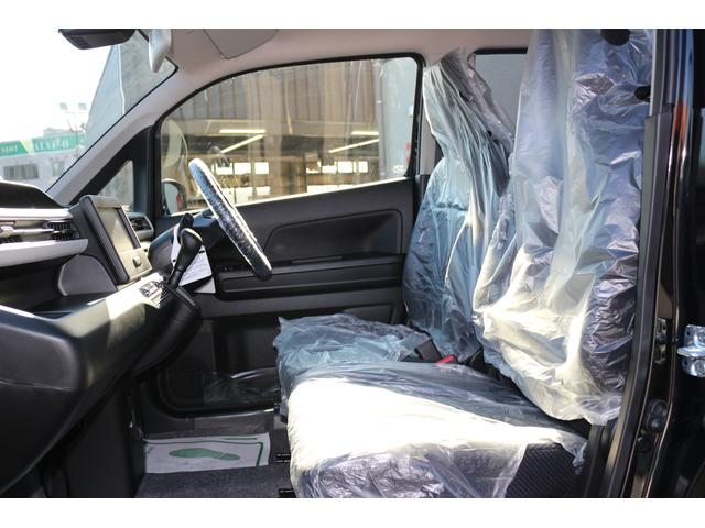 軽自動車の中で中型クラスなのでバランスのとれた天井の高さで開放的な室内空間を実現しています!