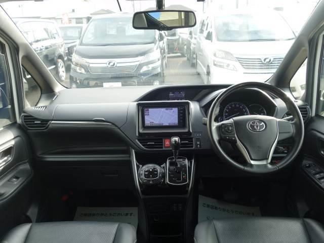 Gi 8人乗り 両側パワースライドドア レザーシート LEDヘッド 純正7インチナビ スマートキー クルーズコントロール シートヒーター 3列シート バックカメラ ユーザー買取車両 ビルトインETC(2枚目)