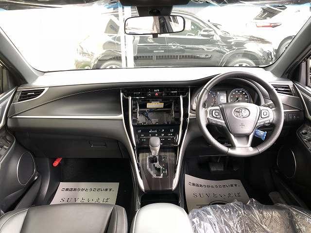 新車トヨタ ハリアー 2.0エレガンスが入庫しました!サンルーフ プリクラッシュ レーダークルーズ パワーシート LEDヘッド レーンキープなど充実した装備内容になります!