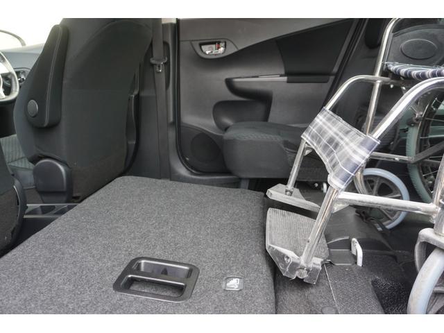 収納した座席は 車イスの方の 邪魔になることもありません★