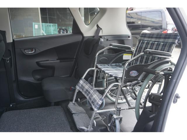 車イス横の 座席も収納できます★