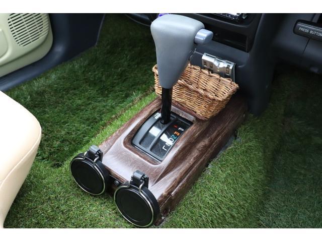 DX イベント出品車両・オリジナルカスタムペイント・シート張替え・SDナビ・TV・ETC・バックカメラ・ローダウン・ベビームーン・ホワイトレタータイヤ・ベンチシート・ウッドステアリング・チューブステップ(26枚目)