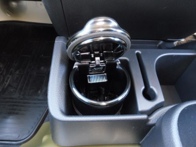 灰皿はついてます。車内での一服できます(*´ω`*)