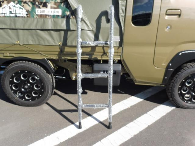 こちらは荷台のアオリに引っ掛けて使用するはしごです