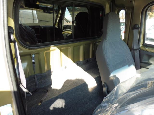 通常の軽トラックよりもキャビンが広くハイルーフ仕様です