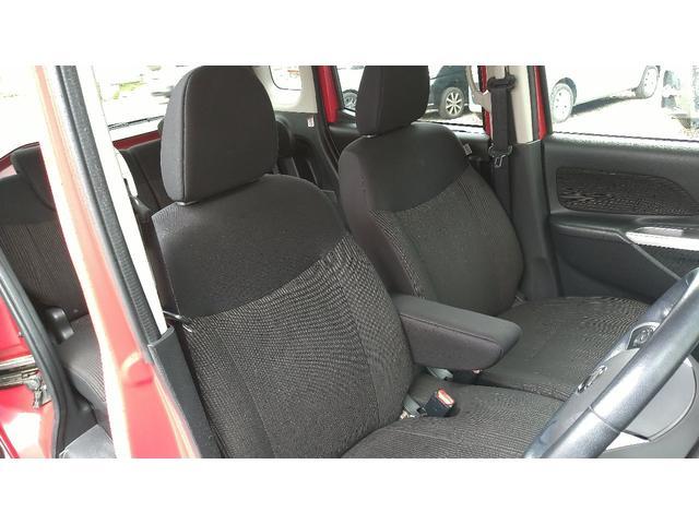 厚みがあり座り心地のいい運転席です!
