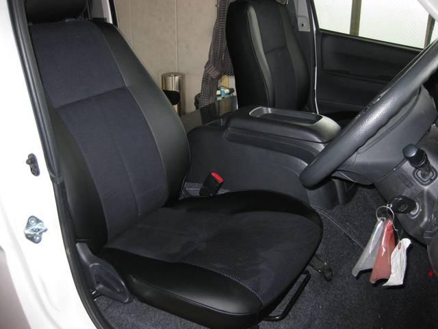 トヨタ ハイエースバン キャンピング 特装車