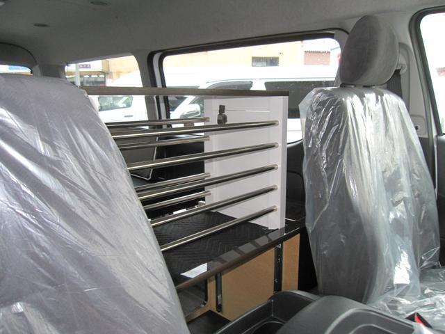 トヨタ ハイエースワゴン GLワンニャン仕様ペット乗車用特別装備 10人乗 リアベッド